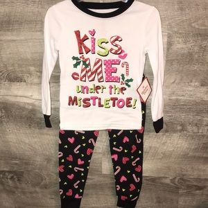 Other - Kiss me under the mistletoe jammies NWT